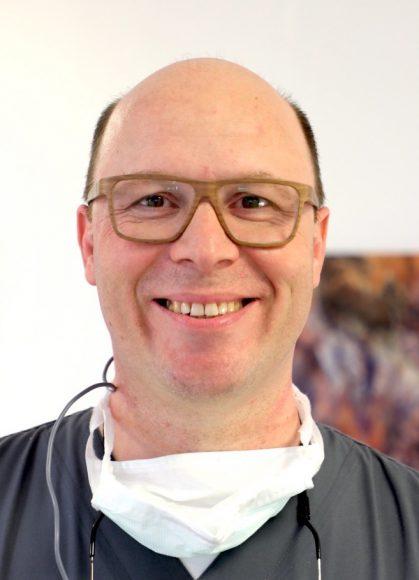 Unsere Ärzte: Dr. Dr. Günter Nahles aus Falkensee – Mund-, Kiefer-, Gesichtschirurgie