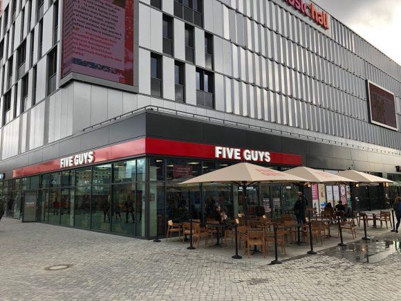 """""""Five Guys"""" eröffnet ein Restaurant im Designer Outlet!"""