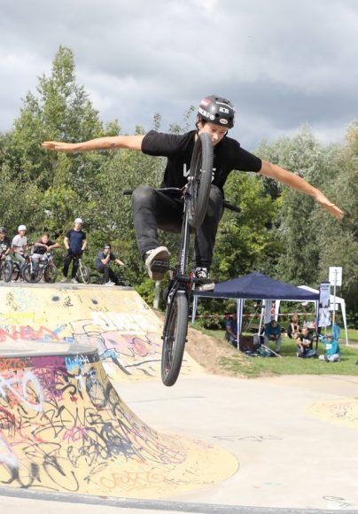 Scooter, BMX-Räder & Skateboards: Riskanter Wettbewerb bei Nauen auf Roll'n 2021!