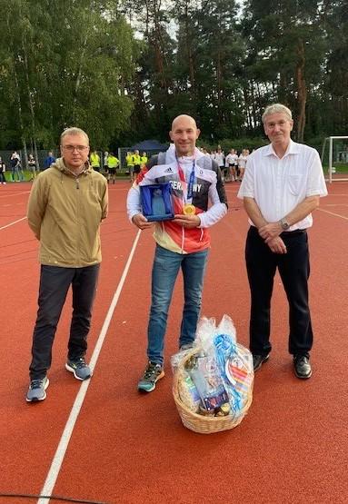 Gold bei Olympia: Stadt Falkensee ehrt ihren Spitzensportler im Rahmen des LMG-Sponsorenlaufs