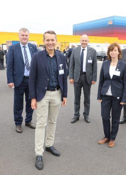Bunter Würfel: dm-Verteilzentrum in Wustermark feiert einjähriges Bestehen!