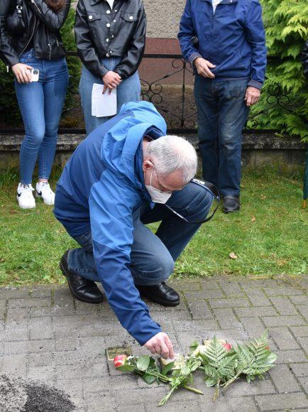 Vier neue Stolpersteine zum Gedenken an NS-Opfer in Nauen verlegt
