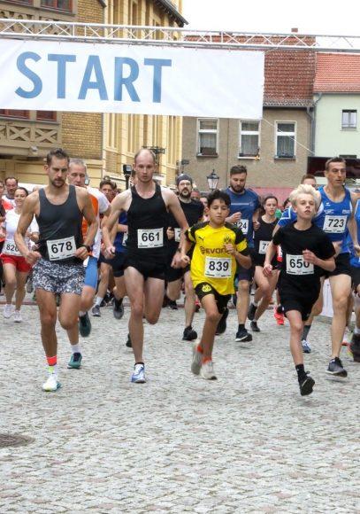 Durch die Altstadt: 500 Läufer beim 1. Nauener  Altstadtlauf!